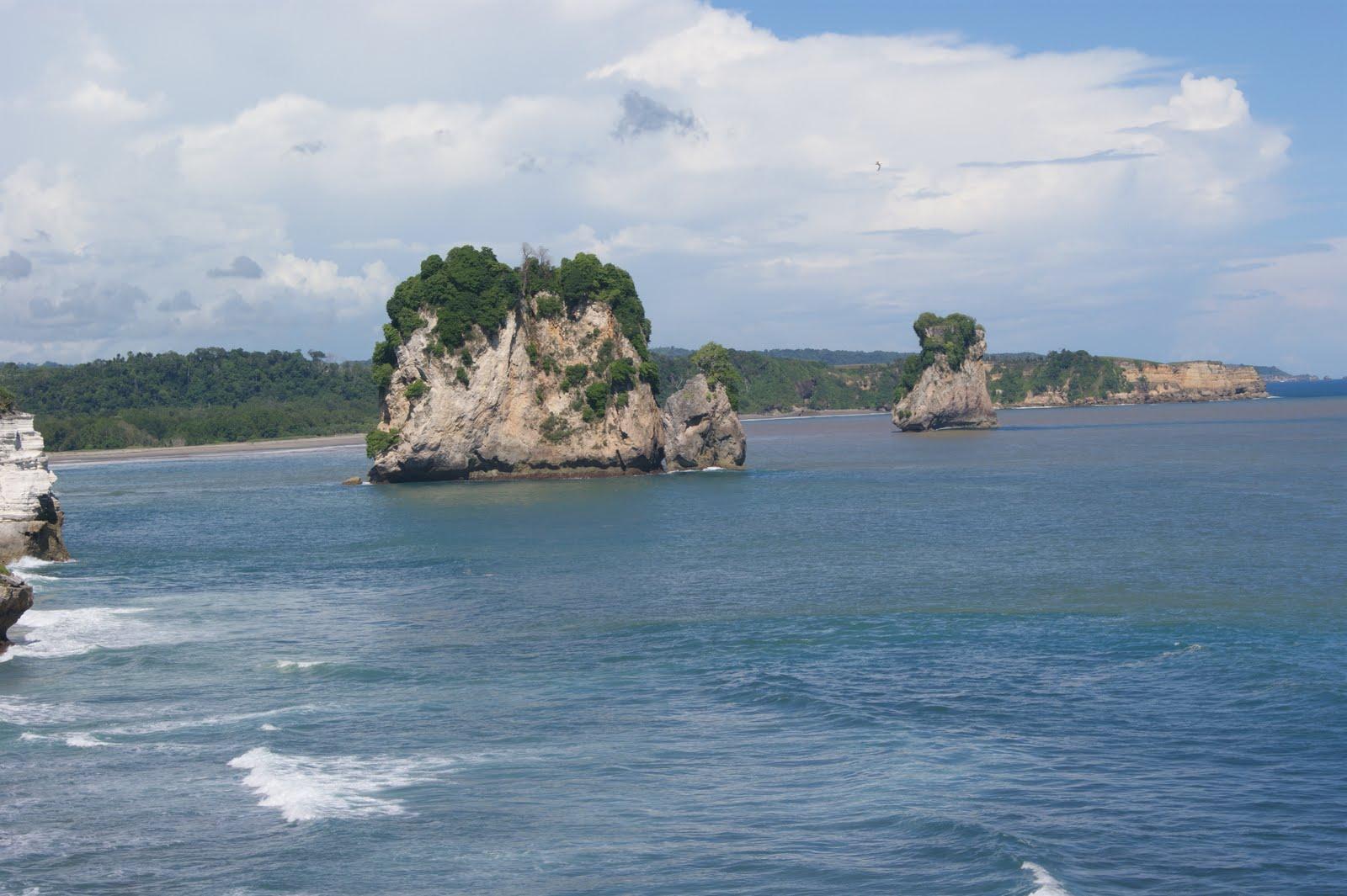 Referensi dan Rekomendasi Tempat Wisata di Indonesia: Keindahan Pantai Watu Maladong Sumba