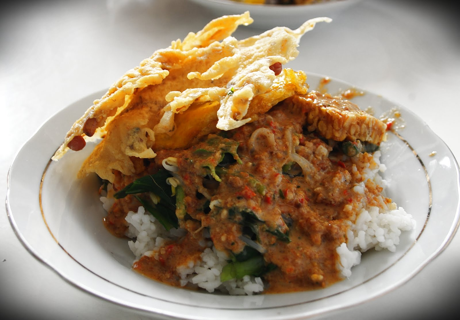 Referensi dan Rekomendasi Tempat Wisata di Indonesia: Tempat Makan di Kuta Bali (Nasis Pecel Bu Tinuk)