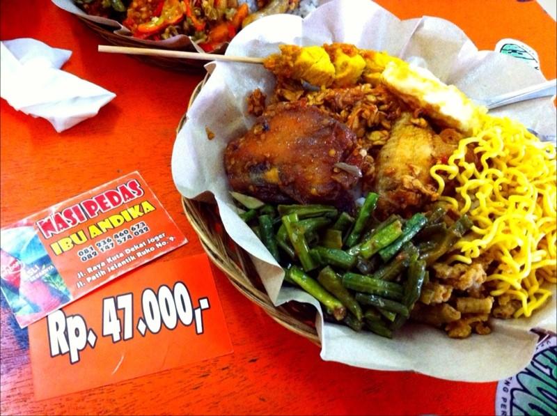 Referensi dan Rekomendasi Tempat Wisata di Indonesia: Tempat Makan di Kuta Bali (Nasi Pedas Bu Andika)