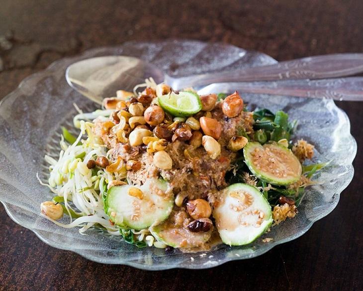 Makanan Khas Bali: Serombotan