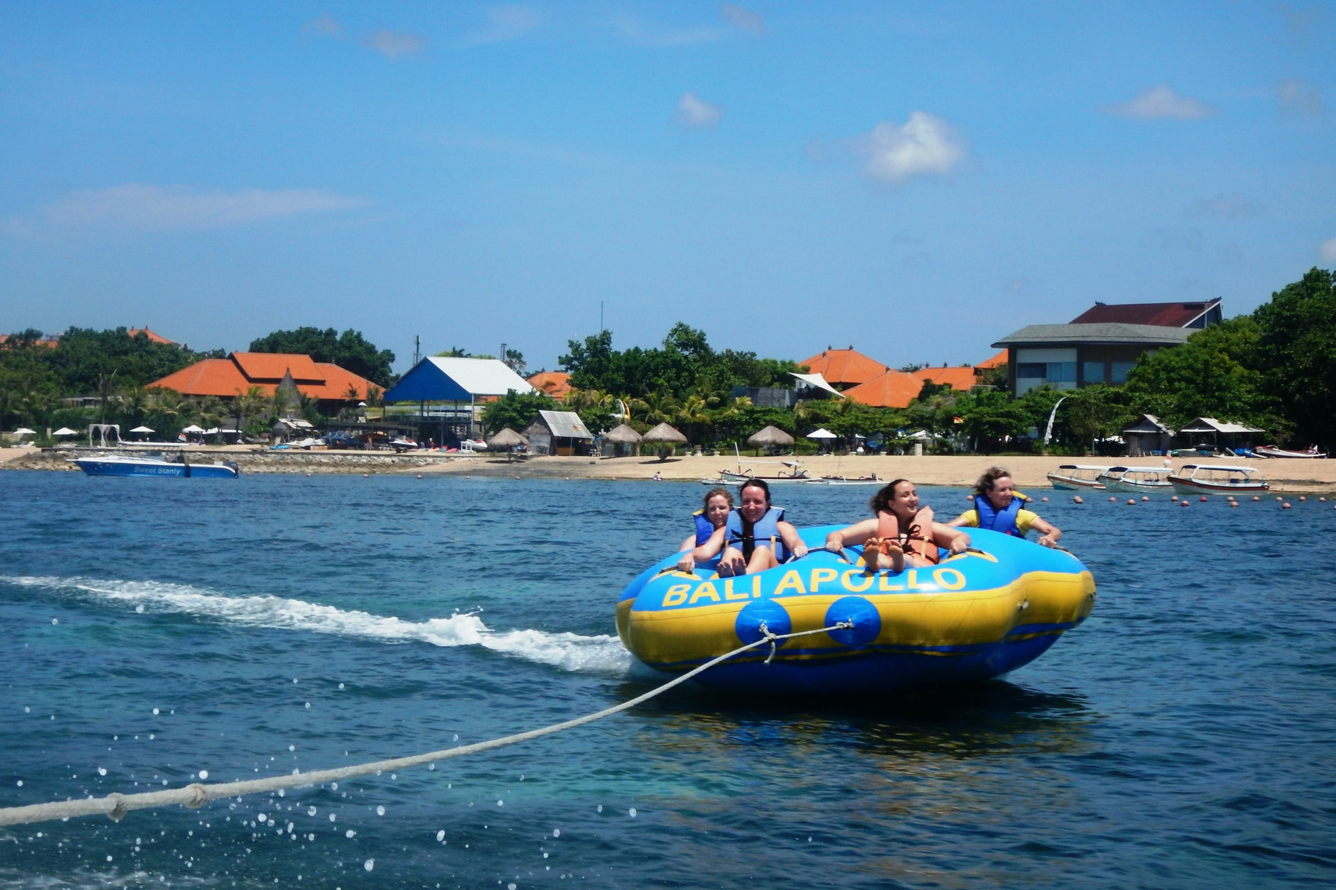 Keseruan Watersport di Tanjung Benoa Bali