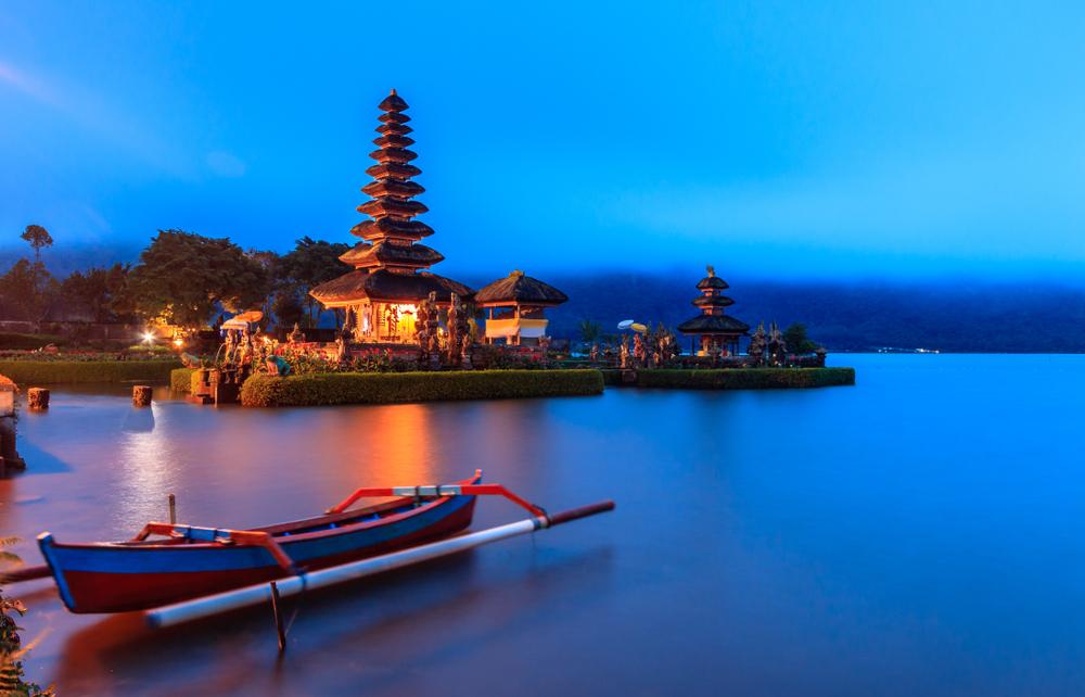 Tempat Prewedding di Danau Beratan Bali