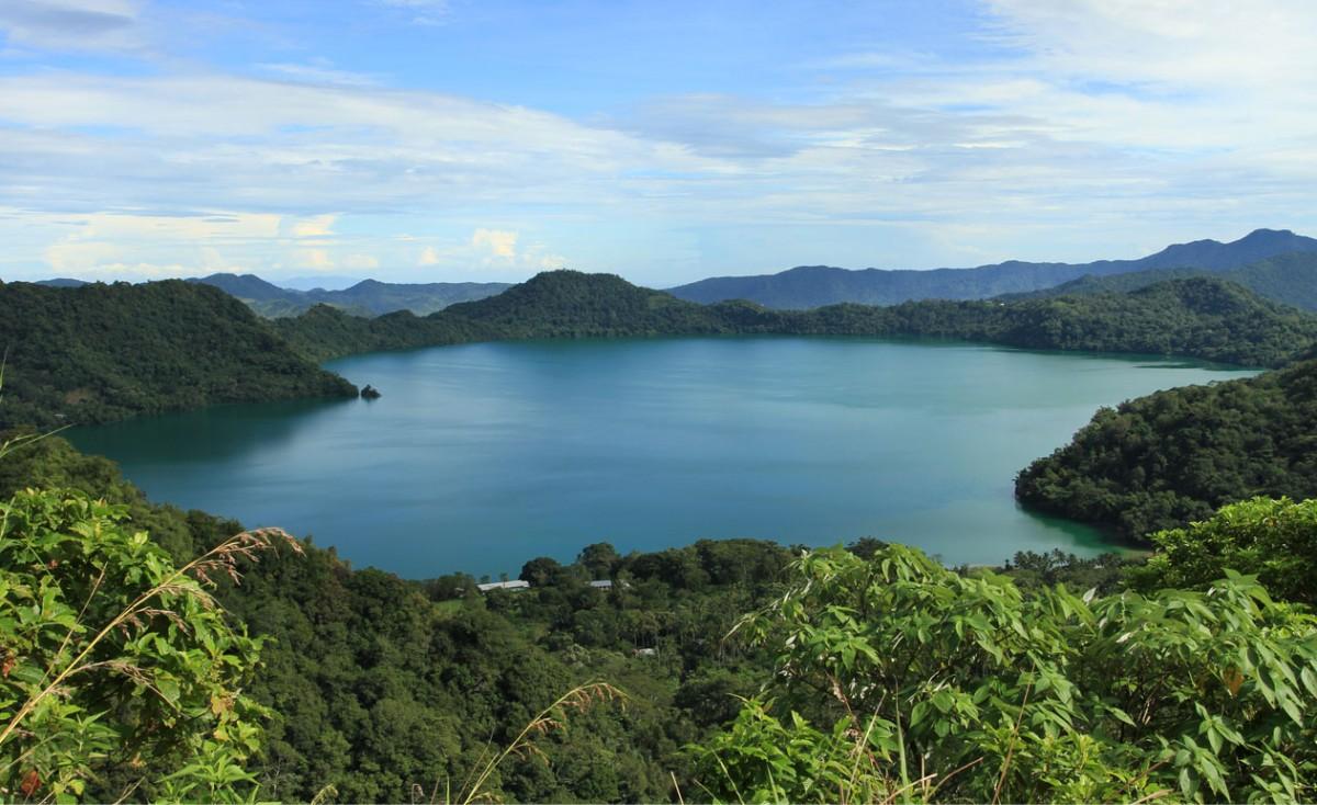 Referensi Tempat Wisata di Indonesia | Tempat Wisata di Flores: Danau Sano Nggoang