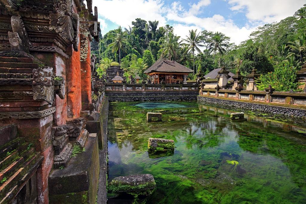 Referensi Tempat Wisata di Indonesia | Tempat Wisata di Ubud Bali: Istana Tampak Siring