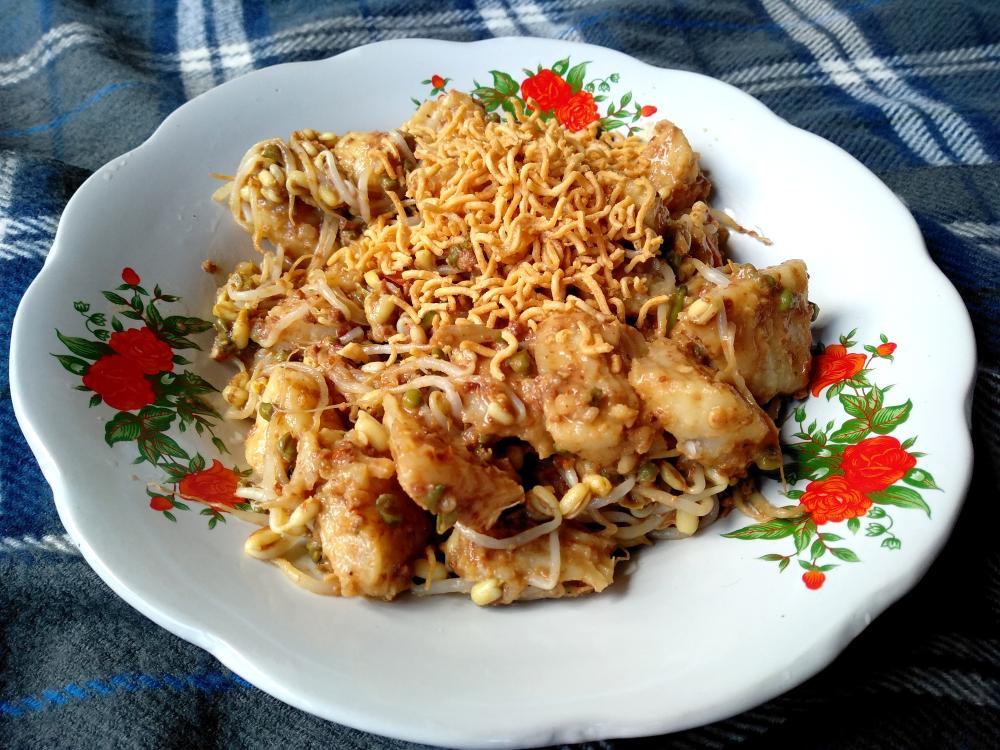 Masakan Khas Bali: Tipat Cantik