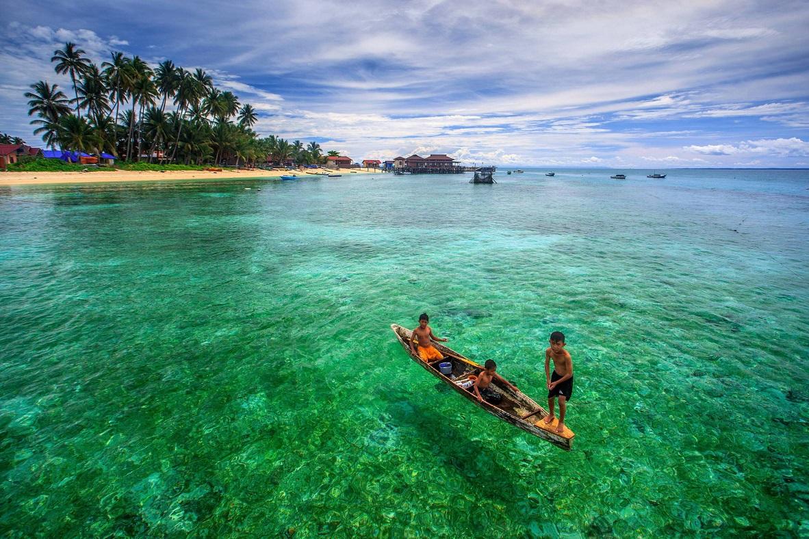 Referensi Tempat Wisata di Indonesia | Pulau Derawan