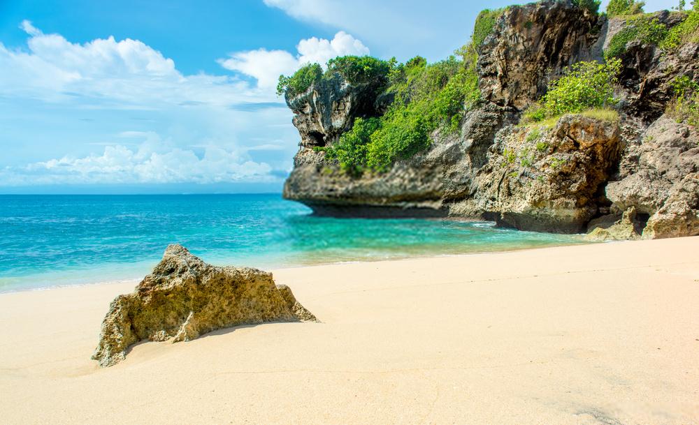 Pantai Pasir Putih di Bali yang Mempesona & Eksotis